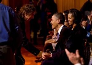 dylan smiles at Obamas.web