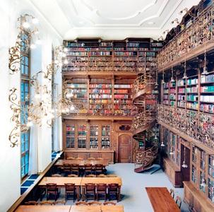 Höfer München juristische bibliothek münchen ii by candida höfer courtesy the