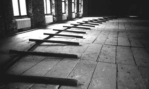 Warsaw Curve, 1991, wood, dimensions variable, © Richard Nonas; courtesy of Fergus McCaffrey, New York : St. Barth