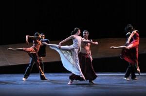 Ballet du Grand Théâtre de Genève in Romeo and Juliet - photo Magali Dougados