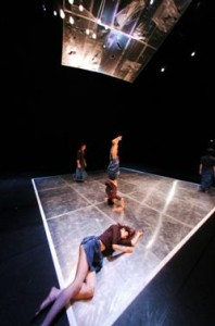 LDP/Laboratory Dance Project in 'Are You Happy to See Me?' (photo Youngmo Choi)