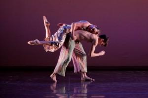 Laurel Jenkins Tentindo and Samuel Wentz of Trisha Brown Dance Company in 'Foray Forêt' (photo Karli Cadel)
