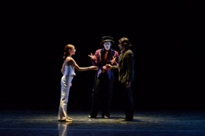 Ludmila Pagliero, Samuel Murez, and Takeru Coste of 3e Étage in 'Épiphénomènes' (photo Cherylynn Tsushima)