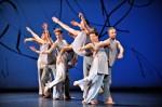 Trisha Brown Dance Company in 'Les Yeux et l'âme' (photo Deen van Meer)