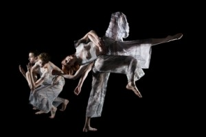 Trisha Brown Dance Company in 'Set and Reset' (photo Julieta Cervantes)