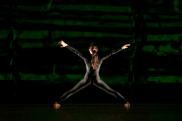 Isabel Umali of LeeSaar The Company in 'Grass and Jackals' (photo Jamie Kraus)