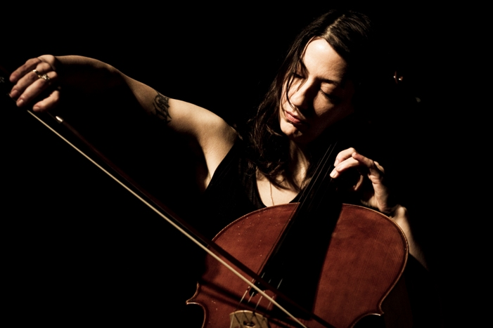 Julia Kent (photo Veronica Vracy Mariani)