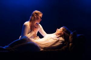 Kim Stauffer and Suzanne Ankrum in 'Emilie' (photo Enrico Spada)