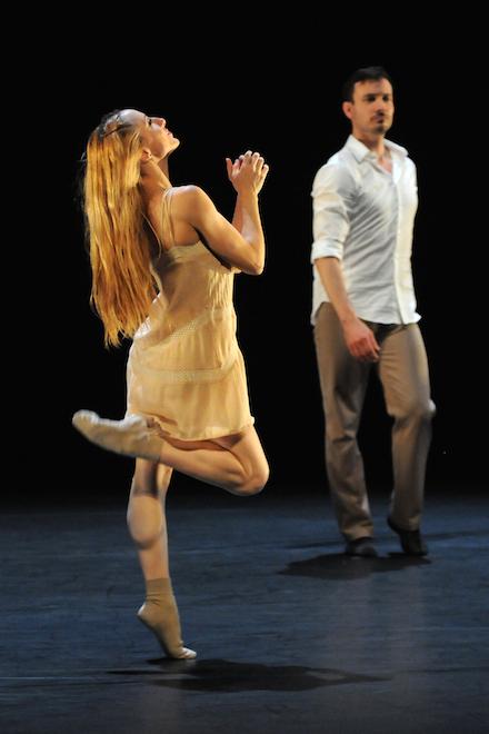 Garazi Perez Oloriz and Eric Gauthier of Gauthier Dance in 'Two Become Three' (photo Regina Brocke)