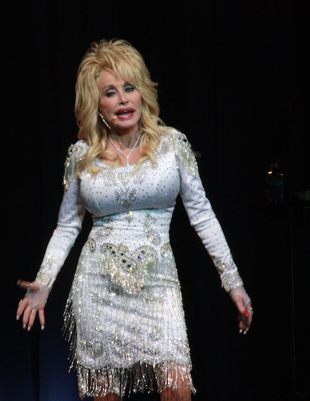 DOLLY_PARTON_TWOOD_2016here_2875_edited-1