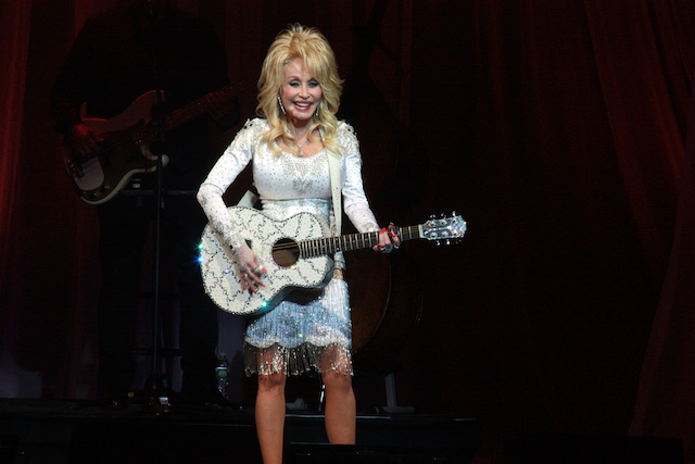 DOLLY_PARTON_TWOOD_2016here_2932_edited-1
